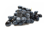 Fotografia cluster of grapes with water drop isolated on white