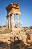 Fotografie agrigento sicily temple of castor and pollux one of the greeks temple of italy magna graecia the ruins are the symbol of agrigento city