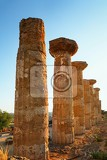 Fotografie the temple of heracles in the valley of the temples agrigento sicily island italy