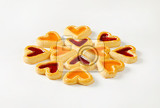 Fényképek heart shaped shortbread cookies with apricot and cherry jam filling