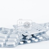 Fotografia drugs or vitamins in tablets packaging blister isolated on a white background