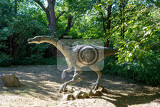 Photo big model of prehistoric dinosaur in nature realistic scenery