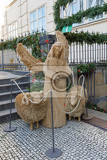 Fotografia traditional straw christmas nativity scene in traditional setting on first advent bethlehem christmas scenery