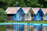 Fotografie beautiful blue chalets in a summer camp for children